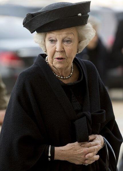 King Felipe, Queen Letizia. former King Juan Carlos, former Queen Sofia, Princess Beatrix, infanta Elena and infanta Cristina