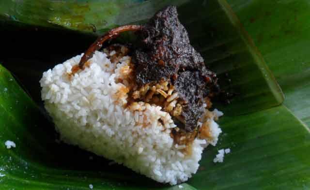 Ngomongin pulau borneo zaman now gak sekedar soal emas hitam batubara dan objek wisatanya saja, namun juga kuliner khas Kalimantan Selatan yang dikenal enak.