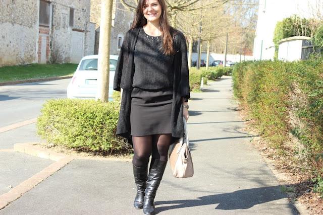 Robe bi matière suncoo, bottes noires, sac clarks