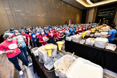Globe Telecom Employees support Rise against Hunger World Record Attempt