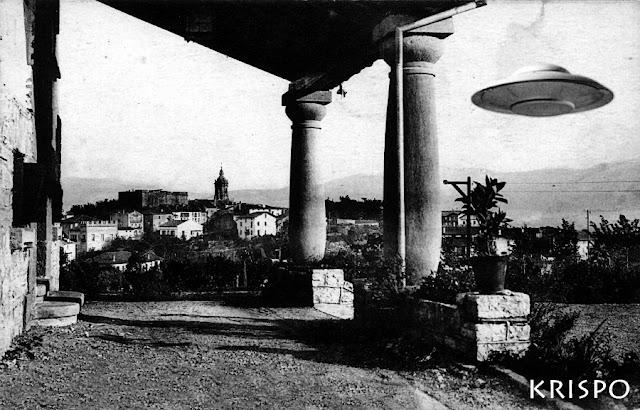foto antigua de un platillo volante y al fondo hondarribia