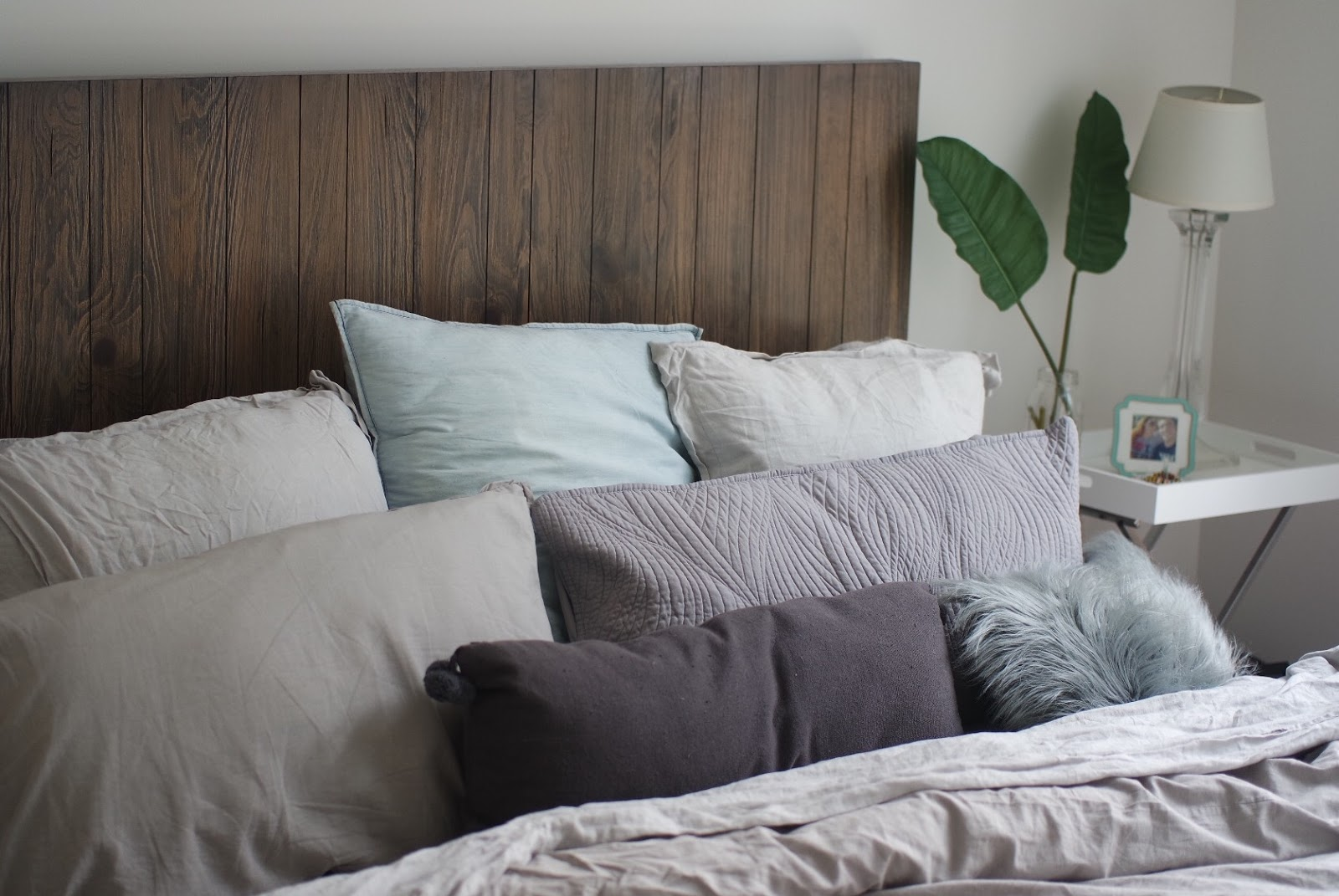 Grey and Silver Linen Bed with Too Many Pillows | LEO WITH ...