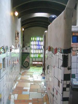 Diseño y decoración con botellas de vidrio de colores