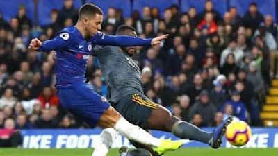 """""""Sepanjang karier, sebenarnya, saya merasa frustrasi dengan semua manajer. Sekarang, saya dibuat stres oleh Sarri, sebelumnya Mourinho,"""" kata Hazard dilansir Daily Mirror.  """"Mereka berpikir Anda harus cetak gol lebih banyak, bertindak makin ganas, dan bekerja lebih baik,"""" lanjutnya.  Jangankan manajer yang saat ini melatihnya. Hazard sudah kepikiran seperti apa bebannya, ketika nantinya ada manajer baru yang memimpinnya.  """"Saya sudah berpikiran, seperti apa beban yang didapat ketika bekerja dengan manajer lain,"""" jelas Hazard."""