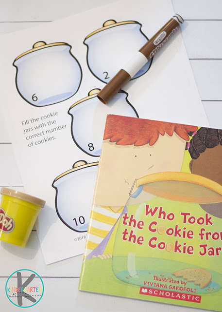 FREE Cookie Jar Story Time - this is such a cute story for preschool and kindergarten that includes a free printable count to 10 cookie jar playdough counting mat #cookies #playdough #bookactivities #kindergarten