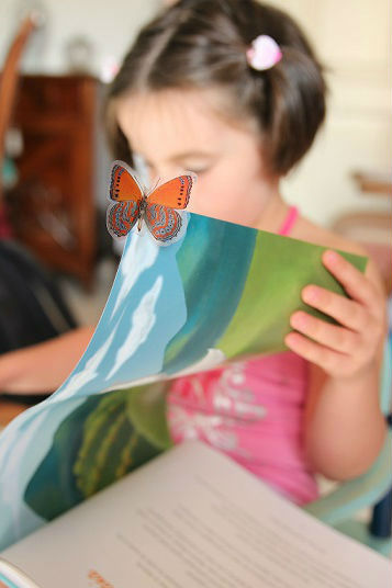 Menina Lendo | Importância da Leitura na Infância