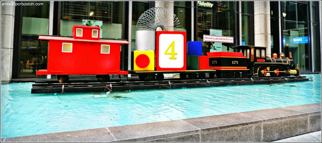 Tren de Juguete en la Sexta Avenida