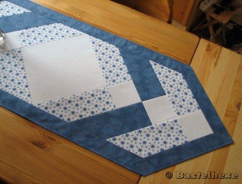 bastelhexe 39 s kreativecke patchwork tischl ufer in blau. Black Bedroom Furniture Sets. Home Design Ideas