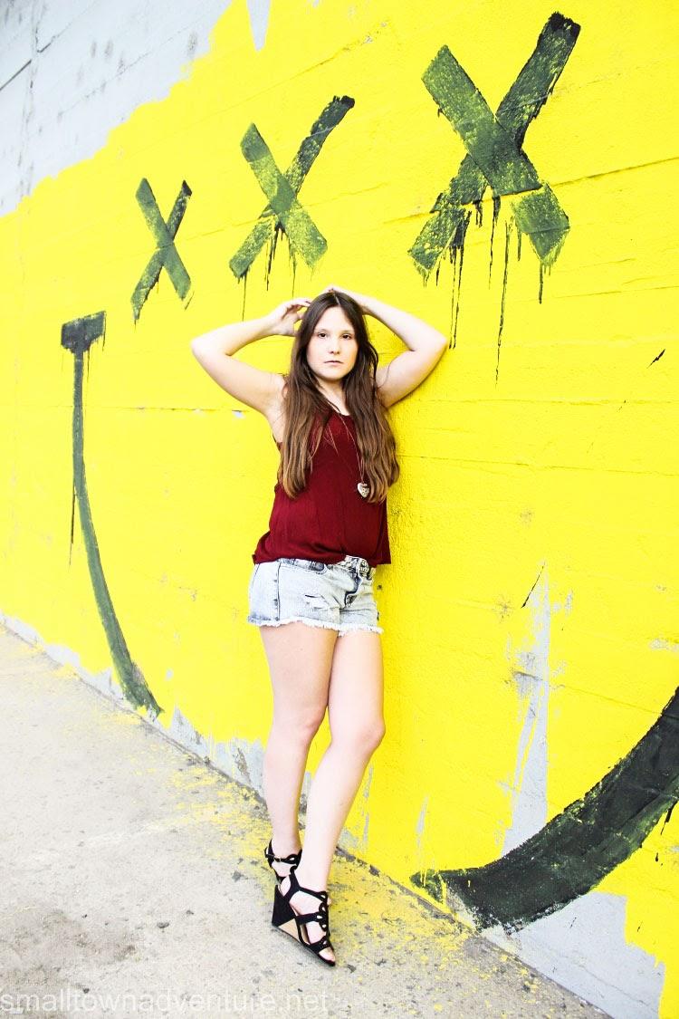 OotD Graffiti, 1000 Fragen an mich selbst, Reise Wunschliste, Gute-Laune-Lieder, Fashionblogger, Jeansshorts