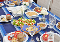 mesa decorada para almoço