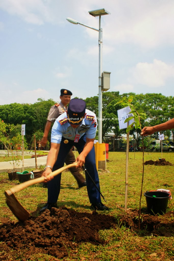 Danlanud Wiriadinata Melakukan Penanaman Pohon