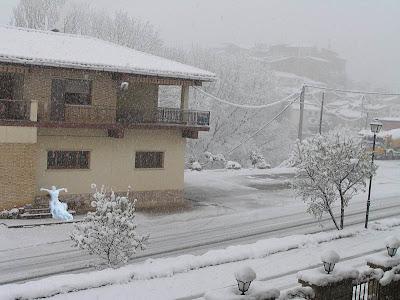 Contra el calor: MuñecoX de nieve en Beceite