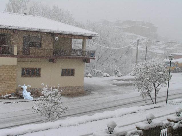 Muñecos de nieve en casa Royo, foto de Javier De Luna (no original)