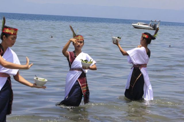 Ribuan Wisatawan Banjiri Festival Pasir Putih Samosir