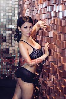Foto Roro Fitria Sexy dan Hot Terbaru 2017 - Kemben Melorot