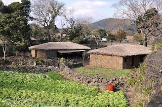 Ladang yang ditanami aneka sayur dan buah