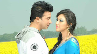 Shakib Khan and Apu Biswas Sweet Couple Exclusive Photos