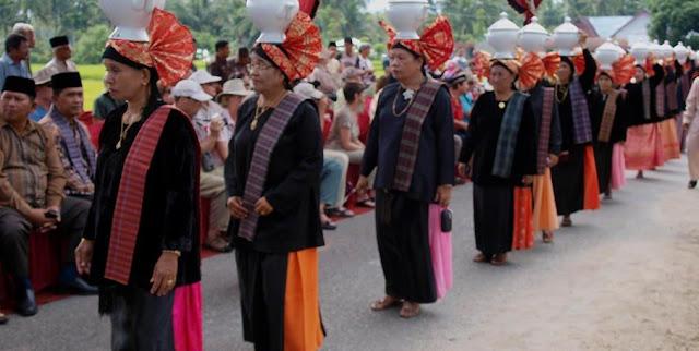 Macam-Macam Adat di Minangkabau