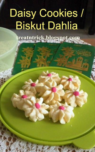 Daisy Cookies/Biskut Dahlia Recipe @ treatntrick.blogspot.com