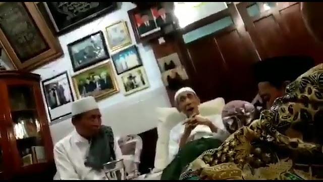 Heboh! Mbah Maimoen Zubair Ragukan Jokowi Menang?
