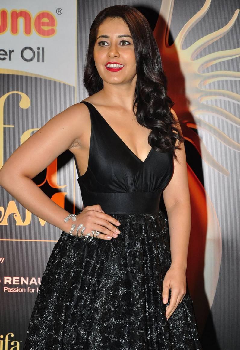 Rashi Khanna Photos At IIFA Awards 2016 7 - Rashi Khanna Sexiest Cleavage Pictures Collection-Hot HD Photos