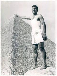 """حفناوي عبد النبي """" متسلق الاهرامات """""""