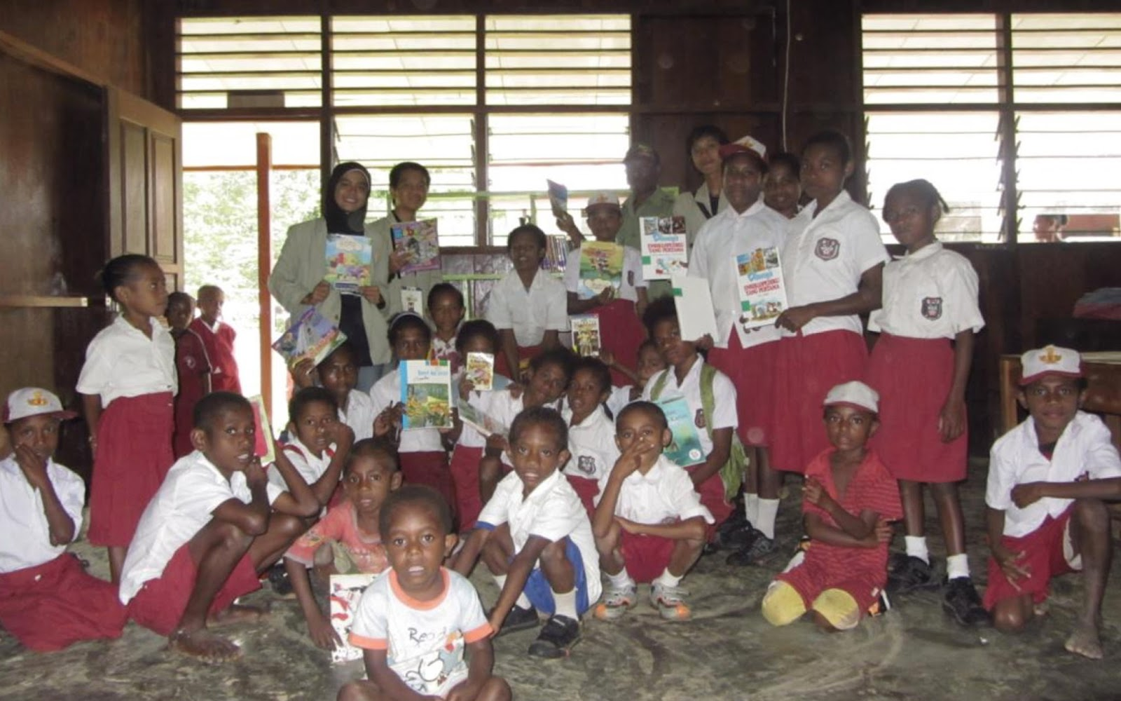 KKN UGM Teluk Bintuni Papua Barat Project Perpustakaan Book for Mountain