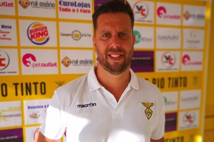Pedro Ferreira deixa o comando técnico do SC Rio Tinto