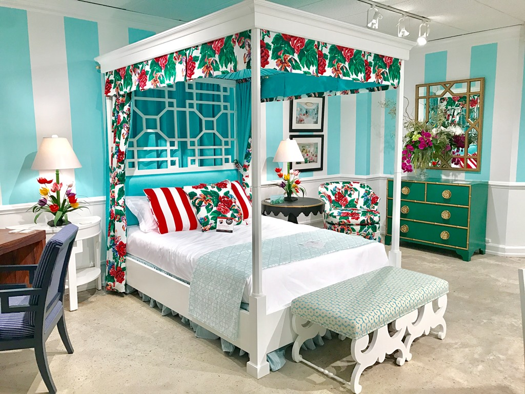 The Return of the Canopy Bed & The Peak of Chic®: The Return of the Canopy Bed