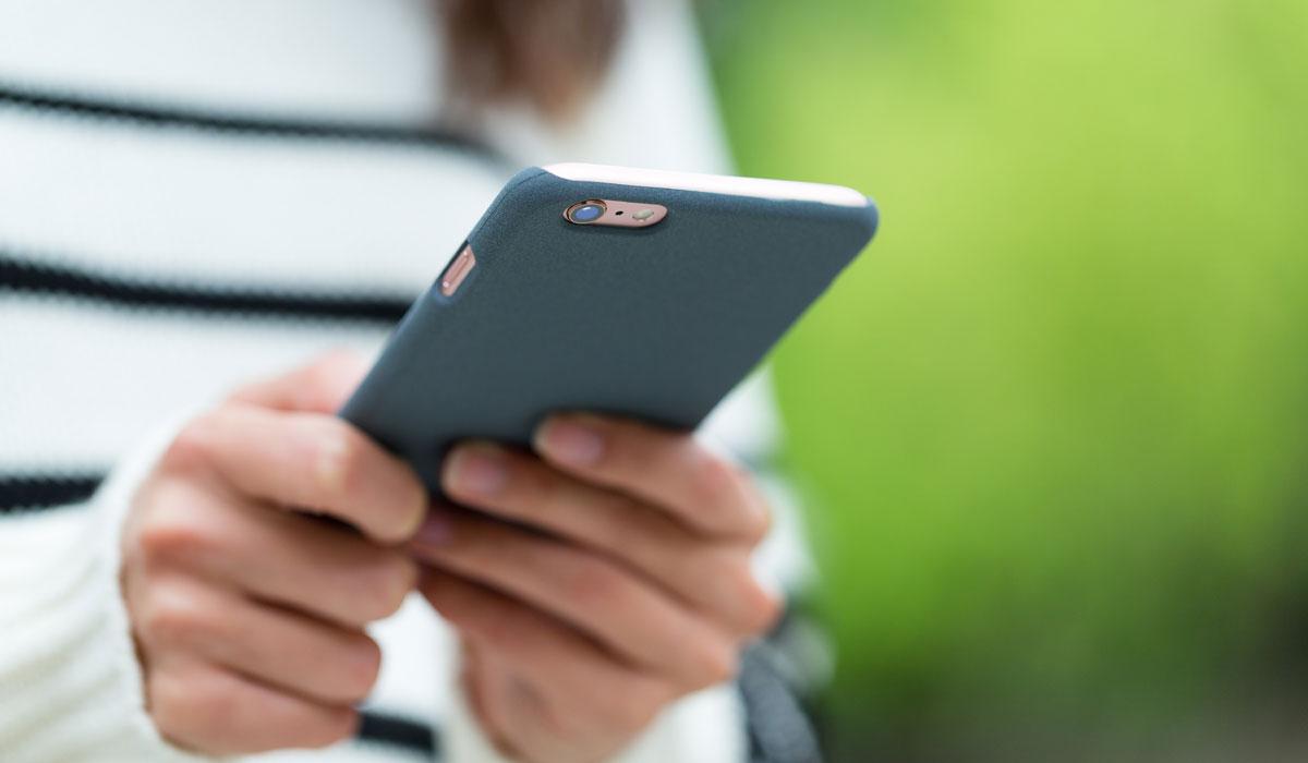 Τα μικρόβια πάνω στο κινητό αποκαλύπτουν τα μυστικά σας