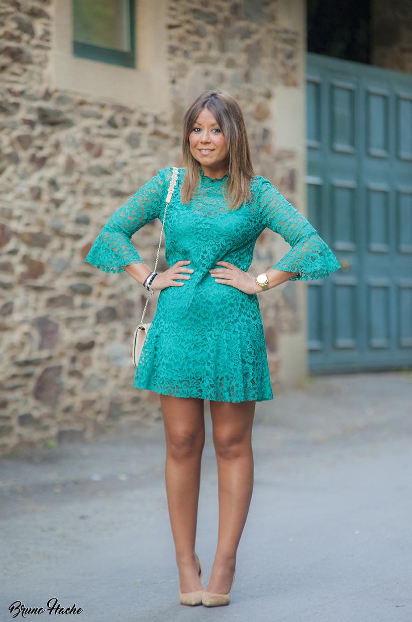 Vestido verde de encaje zara