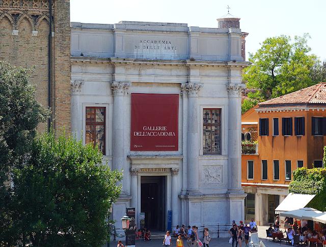 Nabitý víkend v Benátkách. Regata, filmový festival,...