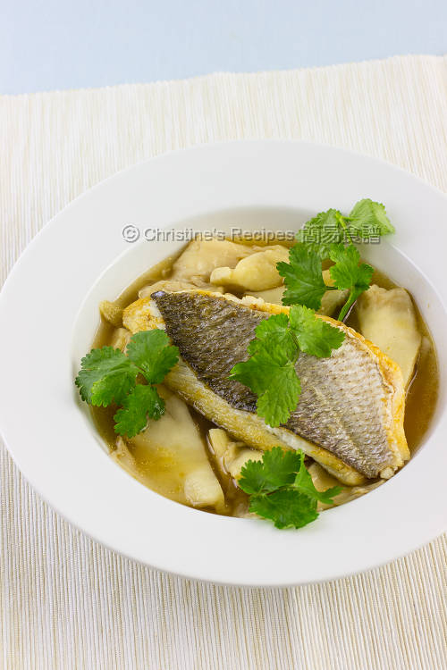 Pan-Fried Snapper and  Oyster Mushroom in Soup01