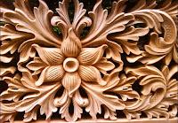 ukiran ragam hias dari bahan kayu sebagai keterangan dari pengertian seni kriya