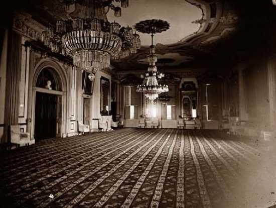 casa branca, fantasmaas, assombrações, mal assombrado, porão, lincoln, fantasma, medo