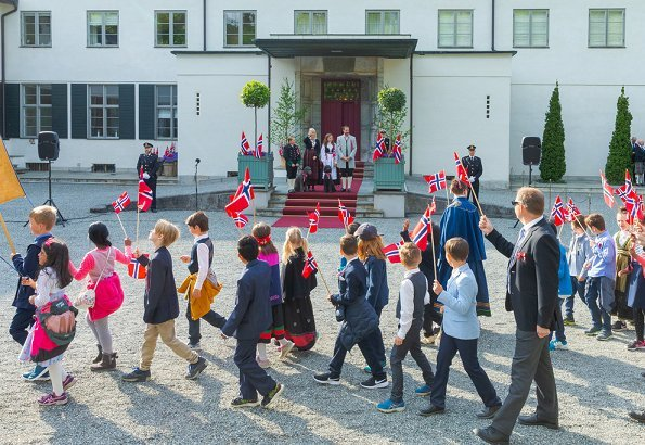 King Harald, Queen Sonja, Crown Prince Haakon, Crown Princess Mette-Marit, Princess Ingrid Alexandra and Prince Sverre Magnus