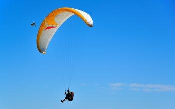 Wallpaper: Paragliding