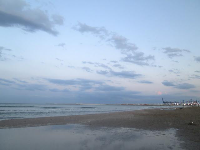 Playa de la Malvarrosa de Valencia, atardeciendo