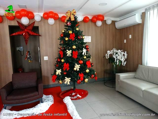 Árvore com altura de 2,5 metros para decoração de festa de Natal