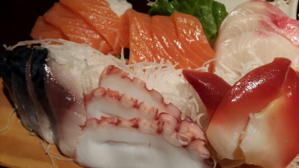 Sophia Eats: SUSHI TOWN (in North Vancouver): POCKET-FRIENDLY PRICE