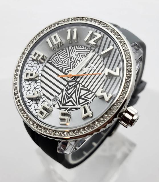 斬新なデザイン性で注目を集めるスイスの腕時計ブランド「Tendence(テンデンス)」   ウォッチ 腕時計 テンデンス TENDENCE  ラグジュアリー プレゼント 人気 ブランド ファッション誌 キングドーム ファッション おしゃれ 可愛い クレイジー カラフル De'Color ディカラー Gulliver Round ガリバーラウンド ALUTECH Gulliver アルテックガリバー FLASH フラッシュ 新作 雑誌掲載 KingDome フェア開催中 大阪 梅田 時計 CRAZY medium ポップ POP 人と被らない時計