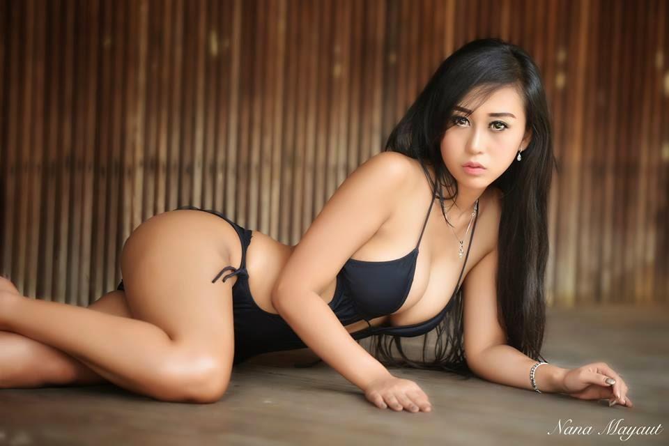 Foto-foto Josie Putri Model Seksi Berpose Hot Buka-bukaan Didepan Kamera