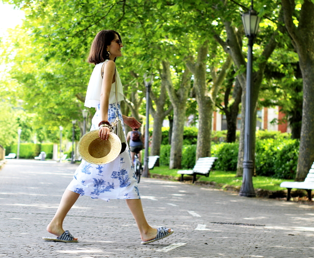 Falda midi, una gran opción para el verano