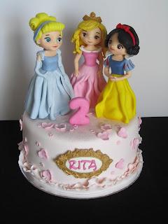 Bolo de aniversário com as Princesas Disney