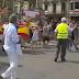 Monárquicos protagonizan en Cataluña tensos incidentes e intentan quitar pancartas contra Felipe VI