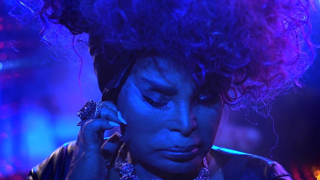 A faixa foi escolhida para o primeiro videoclipe desse disco e também ganhou um remix pelo produtor Omulu.