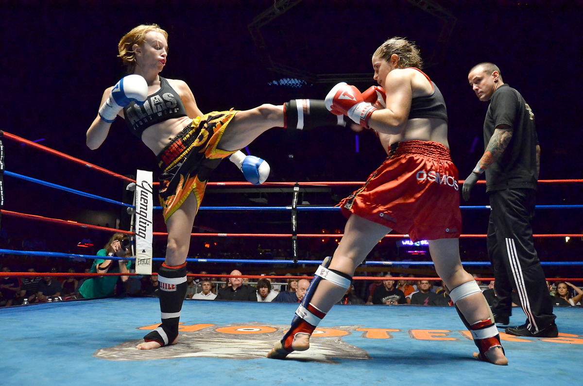 Los deportes de contacto son deportes competitivos de contacto donde dos  combatientes luchan el uno contra el otro usando ciertas reglas de contacto 75b29e5fb2d2b