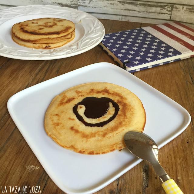 pancakes-americanos-con sirope-de-chocolate
