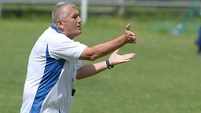 El tecnico colombiano Eduardo Lara, entrenador de la selección de futbol de El Salvador