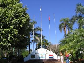 Hito tres fronteras Cataratas del Iguazu
